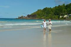 гулять пар пляжа тропический Стоковое фото RF