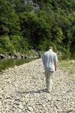 гулять реки человека Стоковые Фотографии RF