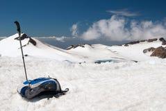 гулять саммита ручки горы s backpack Стоковая Фотография RF
