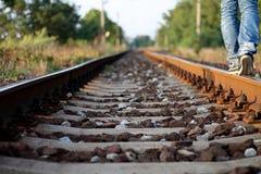 Гулять самостоятельно на след поезда Стоковая Фотография RF