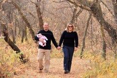 гулять семьи Стоковые Изображения
