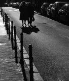 гулять старшия граждан стоковые фото