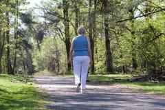 гулять старшия повелительницы Стоковые Фото
