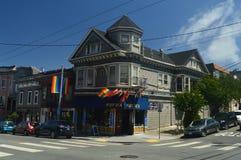 Гулять через улицы Сан-Франциско мы нашли магазин члена Moby Праздники Arquitecture перемещения стоковые изображения rf