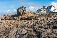 гулять seashore людей каменный Стоковое фото RF
