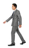 Гуляя бизнесмен Стоковые Фото