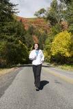 гуляя женщина Стоковая Фотография