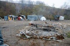 Гуманитарная катастрофа в беженце и переселенцы располагаются лагерем в Боснии и Герцеговине Европейский мигрирующий кризис Балка стоковые изображения