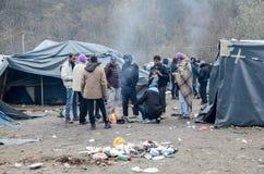 Гуманитарная катастрофа в беженце и переселенцы располагаются лагерем в Боснии и Герцеговине Европейский мигрирующий кризис Балка стоковое изображение rf