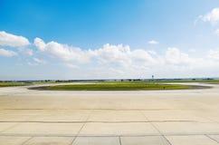 Гудронированное шоссе авиапорта Стоковые Изображения RF