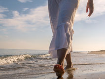 Гулять вдоль пляжа Стоковое Изображение