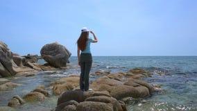 гулять девушки пляжа сток-видео