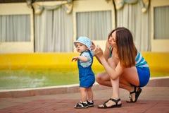 гулять парка мати дочи Стоковая Фотография