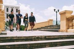 гулять друзей Стоковая Фотография RF