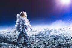 гулять луны астронавта стоковые изображения rf