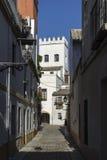 Гулять через старинные улицы еврейского квартала Севильи Стоковое фото RF