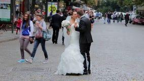 гулять groom невесты акции видеоматериалы