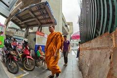 Гуляя монах Стоковая Фотография