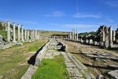 Главная дорога в старом городе Perga, Турции Стоковые Изображения RF