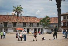 Главная площадь в маленьком городе близко к Боготе Стоковые Изображения RF