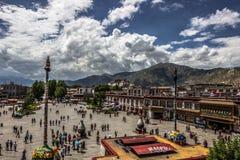 Главная площадь Лхасы, Тибета стоковая фотография