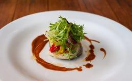 Главная тарелка овощ с рыбами стоковые изображения rf