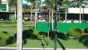 Главная улица Bonifacio преграждает характеристики смешивание высотой с средний к смешивания розницы покупок конца с открытым цен акции видеоматериалы