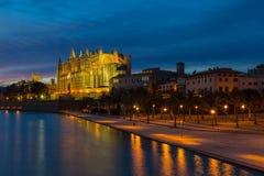 Главное catherdal Palma de Mallorca на сумраке Стоковое фото RF