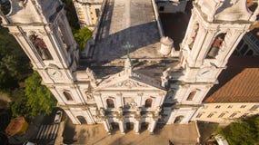 Главный фасад базилики Estrela в Лиссабоне на виде с воздуха утра Стоковое Изображение