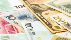 Главным образом бумажные деньги юаней, доллара США и евро валюты слова Стоковое Изображение RF