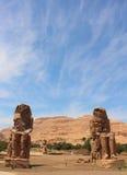 Главным образом взгляд колоссов статуй Memnon, Луксор, Египет Стоковое Изображение RF