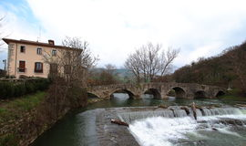 Главным образом взгляд моста Villaba, старого пункта входа пути Camino de Сантьяго в город Памплоны, Наварру, Испанию Стоковая Фотография
