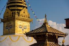 глаза Будды Глаза премудрости Будды в Swayambhunath Stupa после землетрясения, Катманду, Непале Стоковые Фото