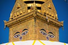глаза Будды Глаза премудрости Будды в Swayambhunath Stupa после землетрясения, Катманду, Непале Стоковая Фотография RF