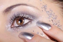 Глаза и ногти в серебре стоковое изображение rf