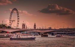 Глаз Лондона и река Темза Стоковые Изображения