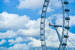 Глаз Лондона против голубого неба и облаков Стоковое Изображение
