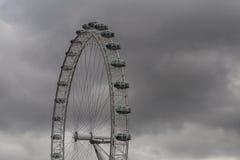 Глаз Лондона с облаками стоковые фото