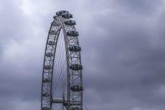 Глаз Лондона с облаками стоковая фотография