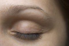 Глаз молодой женщины закрытый Стоковое Фото