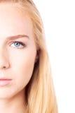 Глаз привлекательной молодой женщины стоковая фотография