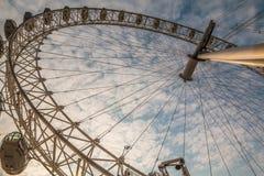 Глаз Ferris Лондона катит внутри Лондон Стоковая Фотография