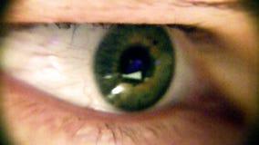 Глаз HD конца-вверх макроса человеческий сток-видео
