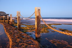 Где бассейн встречает океан Стоковое фото RF