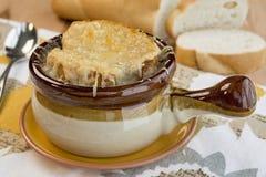 Глиняный кувшин французского супа лука Стоковое Изображение