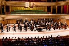 Г-Н симфоничный оркестр выполняет Стоковое фото RF