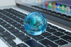 Глобальная связь компьютерной сети, дело интернета и концепция маркетинга Стоковая Фотография