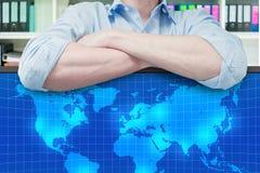 Глобальный бизнес планирования бизнесмена Стоковые Фото