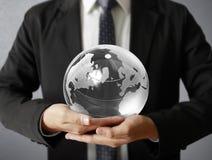 Глобус в людской руке Изображение земли обеспеченное NASA Стоковые Фотографии RF