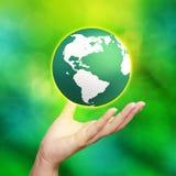 глобус земли вручает его Стоковое Фото